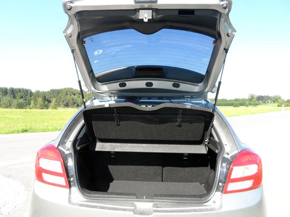 Kofferraum Mit Ziemlich Hoher Ladekante